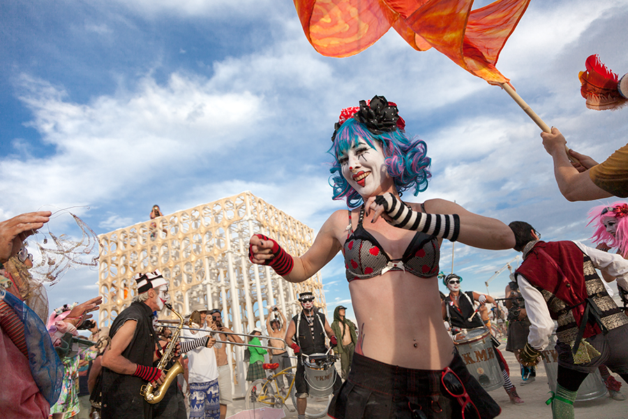 Renaissance. Renaixement by Pink Intruder. Burning Man. Burning Fallas